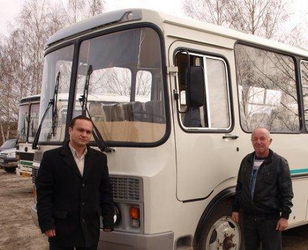 Новый автобус - в руки ветерана