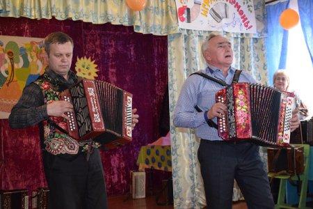 Вы любите гармонь, дорогую певунью России