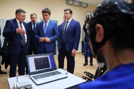 Министру науки России показали «киберсердце»
