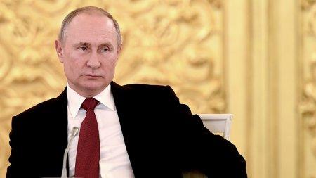Путин поддержал идею упомянуть в Конституции особое отношение к детям