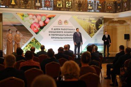 Денежные сертификаты вручили лучшим работникам сельского хозяйства и агропредприятиям региона