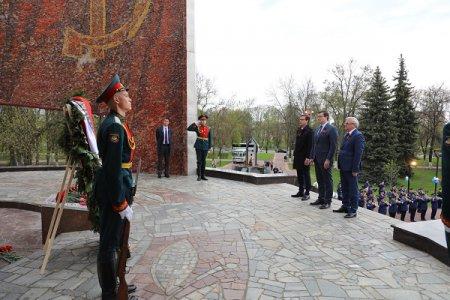 Глеб Никитин возложил венок к Вечному огню в Автозаводском районе