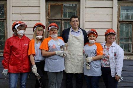 Глеб Никитин присоединился к волонтерам Всероссийского съезда «Том Сойер Фест», восстанавливающим квартал церкви Трех Святителей