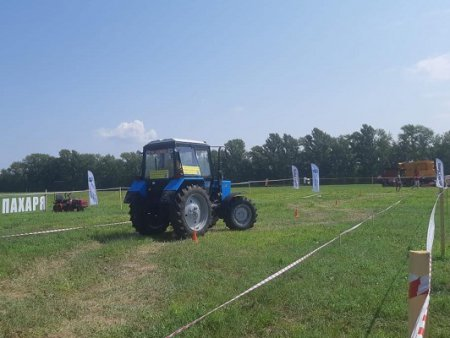 Лучших трактористов среди студентов профильных вузов и ссузов выбрали на «Дне поля»